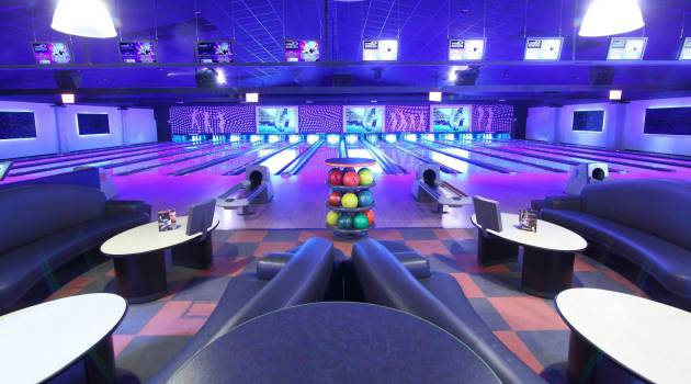 2015_09_Cosmo_Bowling_offene_Tuer